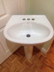 New pedestal sink (no faucet or drain) Kitchener / Waterloo Kitchener Area image 2