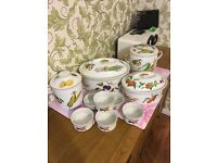 10 pieces of Royal Worcester tableware in Evesham pattern