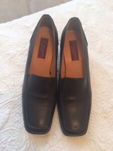 Ladies black Dexter shoes