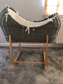 Clair de lune pod Moses basket with stand £40