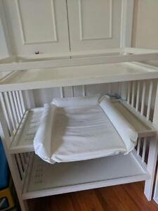 Table a langer avec accessoires/Changing table with accessories