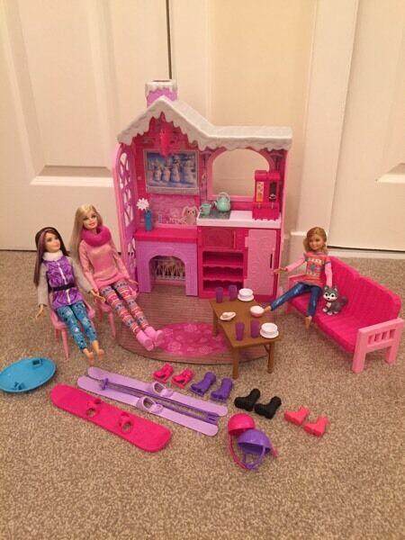 Barbie ski chalet including 3 dolls