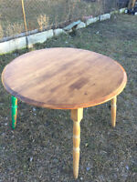 Solid-wood expandable kitchen table
