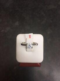Diamond platinum ring / engagement ring
