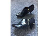 Black and gold shoe boots. Size 6