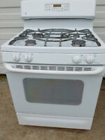 GE Self-clean Gas Stove - Very good condition