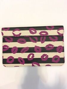 "11"" MacBook Air Sleeve + Speck Hardshell Case Kitchener / Waterloo Kitchener Area image 2"