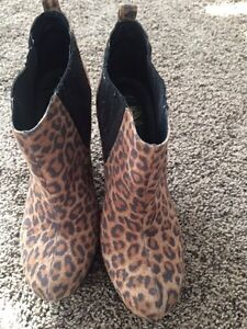 Guess leopard print boots Kitchener / Waterloo Kitchener Area image 1