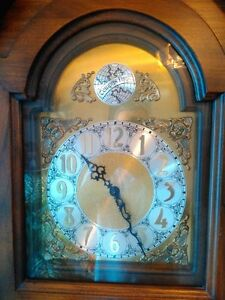 ANTIQUE GRANDFATHER CLOCK IN EXCELLENT CONDITION Windsor Region Ontario image 2