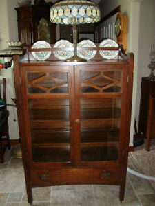 RARE ORIGINAL CIRCA 1910 MISSION OAK CHINA CABINET