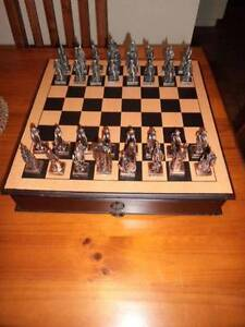 RARE LORD OF THE RINGS CHESS SET IN WOODEN CASE Wynn Vale Tea Tree Gully Area Preview