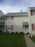 Beautiful renovated family townhome in Callingwood! $1700/mnth