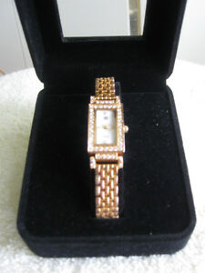 "LADY'S BEAUTIFUL ""ET"" DESIGNER JEWELED BATTERY-OP. JAPANESE WRIST WATCH"