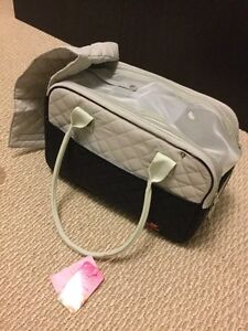 Pet carrying bag