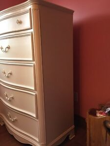 Girls Ivory Bedroom Set!  NEW PRICE Again need gone asap!! Kawartha Lakes Peterborough Area image 3
