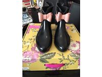 Size 7 Bow Welly's