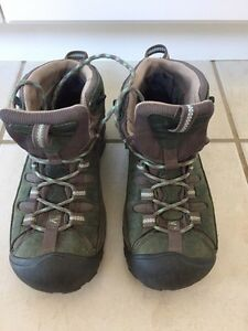 Like New Size 7 Women's KEEN Hiking Boots with KEEN Dry Kitchener / Waterloo Kitchener Area image 1