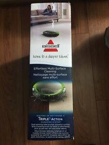 Brand new Bissell SmartClean Robot price negotiable  West Island Greater Montréal image 4