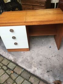 Retro dressing table with hidden storage compartments