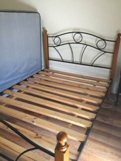 Queen size bed frame Bundoora Banyule Area Preview