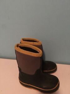 Boy's boots size 8. AVAILABLE