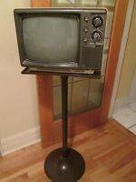 """***RETRO ELECTROHOME 11"""" B+W TELEVISION W/RETRO STAND!!!***"""