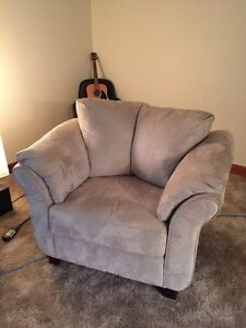 Comfy microfiber chair barely used