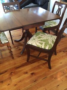 Antique Dining table and five chairs Sarnia Sarnia Area image 4