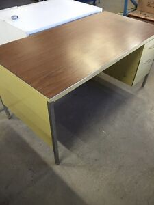 "60"" metal desk  Kitchener / Waterloo Kitchener Area image 2"