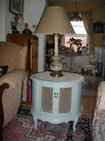 Lovely vintage French Provencial painted end/bedside table