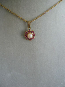 ADORABLE LITTLE GOLDTONE 14-INCH.NECK-HUGGER..NECKLACE..['70's]