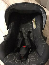 Silver Cross Group 0 from birth car seat and ISO fix base