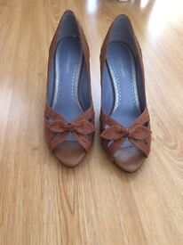 New Tan hush puppies Size 7 open to offers