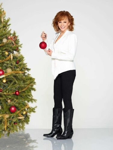 """Reba McEntire UNSIGNED 10"""" x 8"""" photograph - S3216 - CMA Country Christmas"""