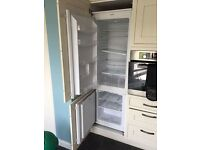 Tall intergrated fridge freezer 70/30