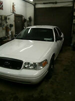 2009 Ford Crown Victoria-185,000 klms-New 2 year MVI!
