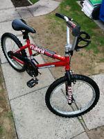 Vélo de marque SUPERCYCLE pour enfant.