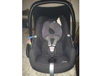Maxi Cosi Pebble Baby Car Seat plus Maxi Cosi FamilyFix