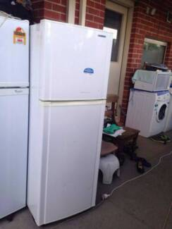 reasonable shleves /great working 244 liter sumsung fridge , can