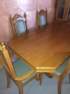 Glass Hutch with Dining Table Set for Sale Kitchener / Waterloo Kitchener Area image 3