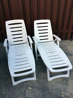 CHAISES LONGUES JARDIN avec coussins - LAWN CHAIRS with cushions
