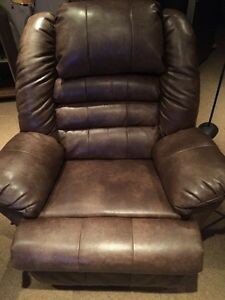 SUPER DEAL: Faux leather recliner chair