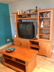 Meuble de télé avec 2 tables en bois