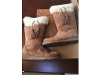Ugg boots size 7 (unwanted present)