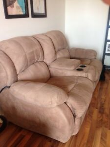 RECLINING  LOVE SEAT! Great condition! London Ontario image 3