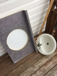 Bathroom sink and countertop for sale!