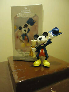Mickey Mouse Musical Graduate Waterglobe & Figurine