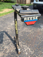 REESE outfitter hit mounted carrier