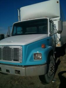 Freightliner FL70 lift gate 24 foot box and ramp