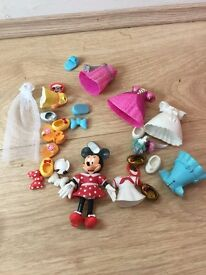 Minnie Mouse dress ups small figure and clothes